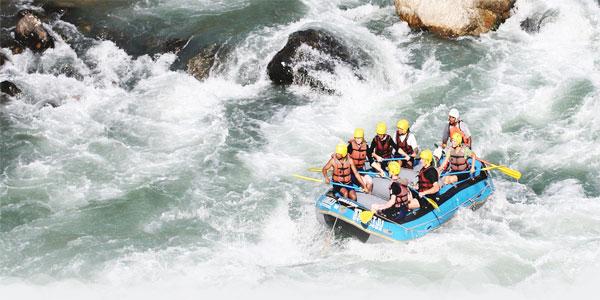 03-nepal-rafting